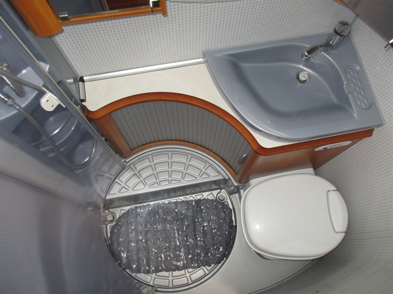 investir dans un camping car profil hobby van st jean du cardonnay rouen 76 rouen caravane. Black Bedroom Furniture Sets. Home Design Ideas