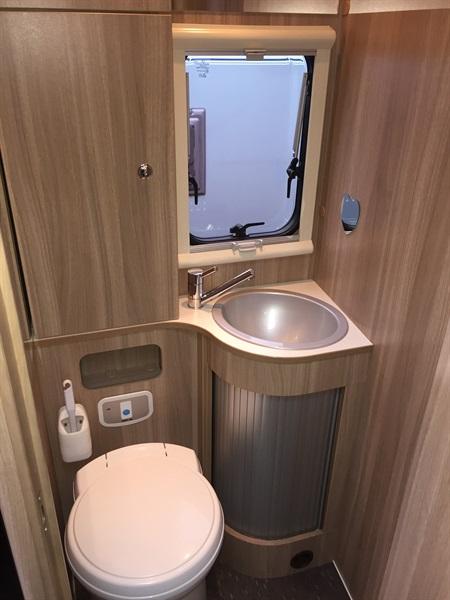 vends camping car integral adria axess i600 rouen-st jean du cardonnay 76 rouen