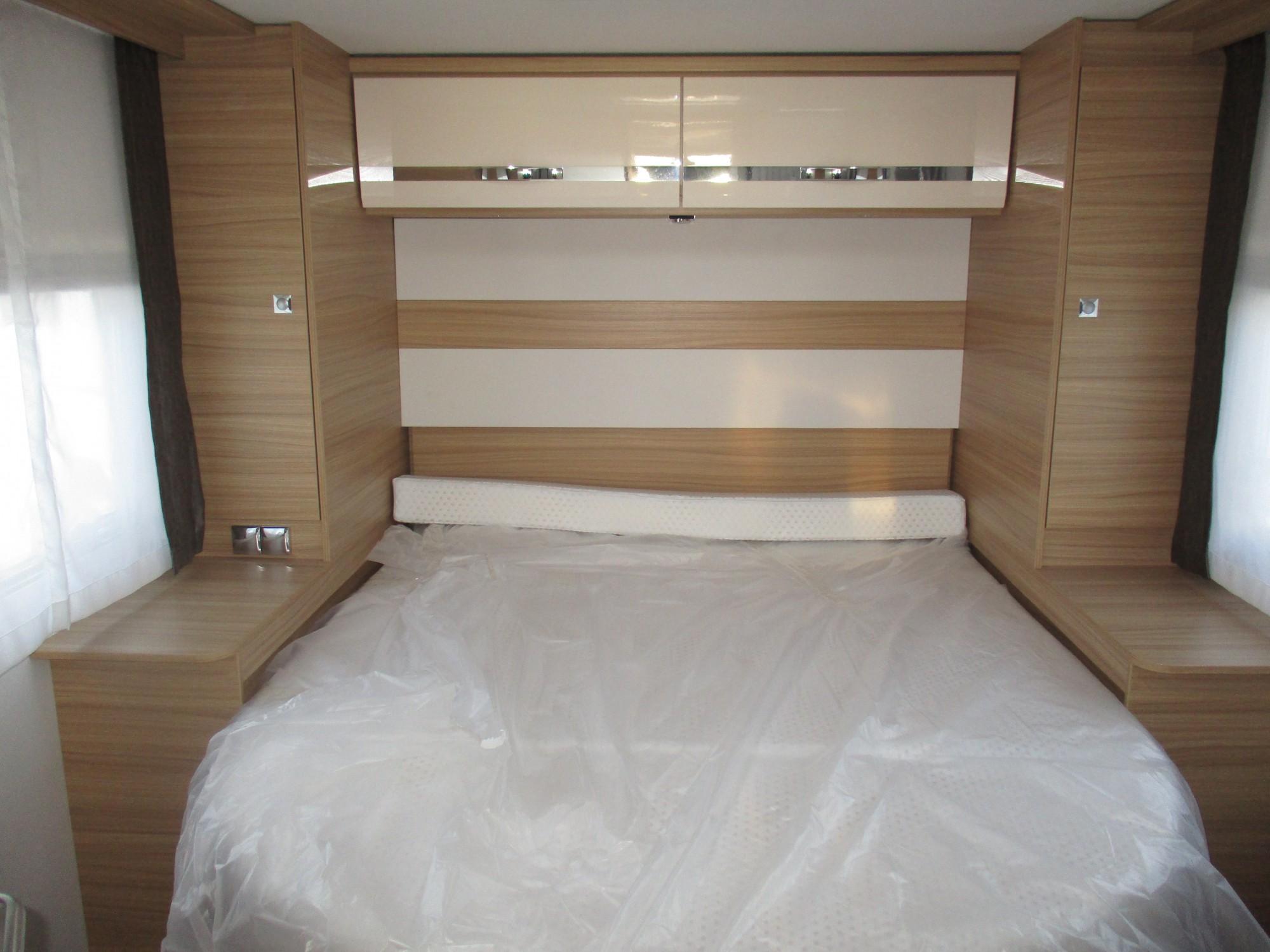 vends camping car dethleffs globebus i 07 lit central 2017 st jean du cardonnay 76150 rouen. Black Bedroom Furniture Sets. Home Design Ideas